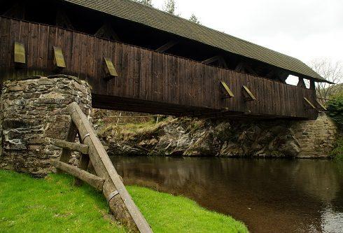 Krytý dřevěný most v Černvíru